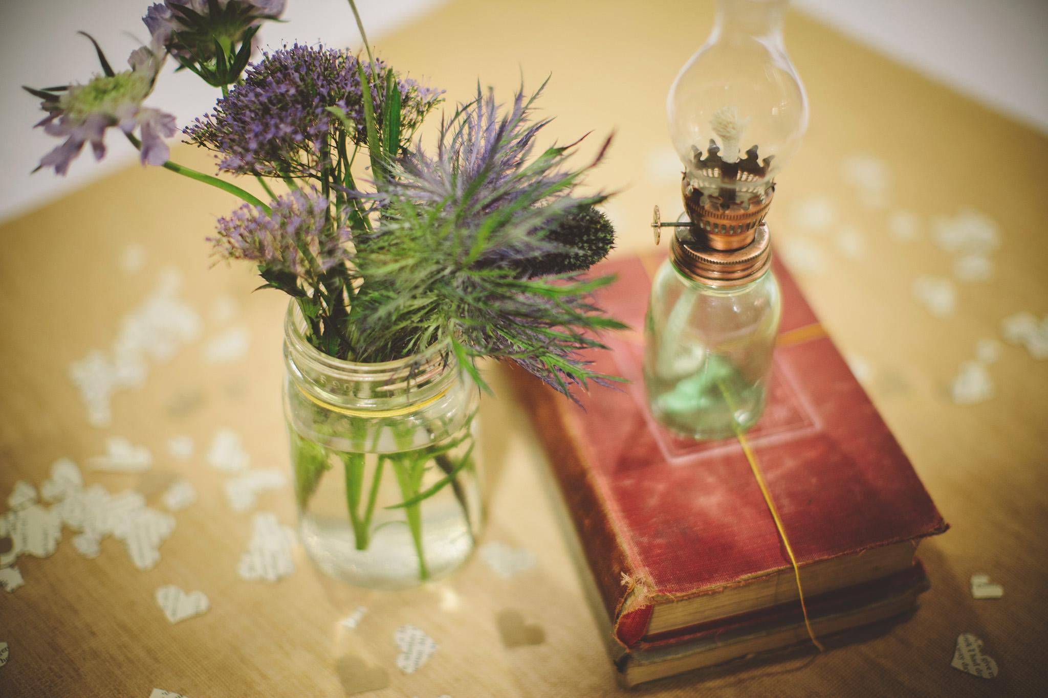 the-bees-knees-floral-design-studio-brainerd-mn-minnesota-wedding-florist-bride-sharayah-wildflower-wedding-centerpiece-table-decor-the-shalom-imaginative