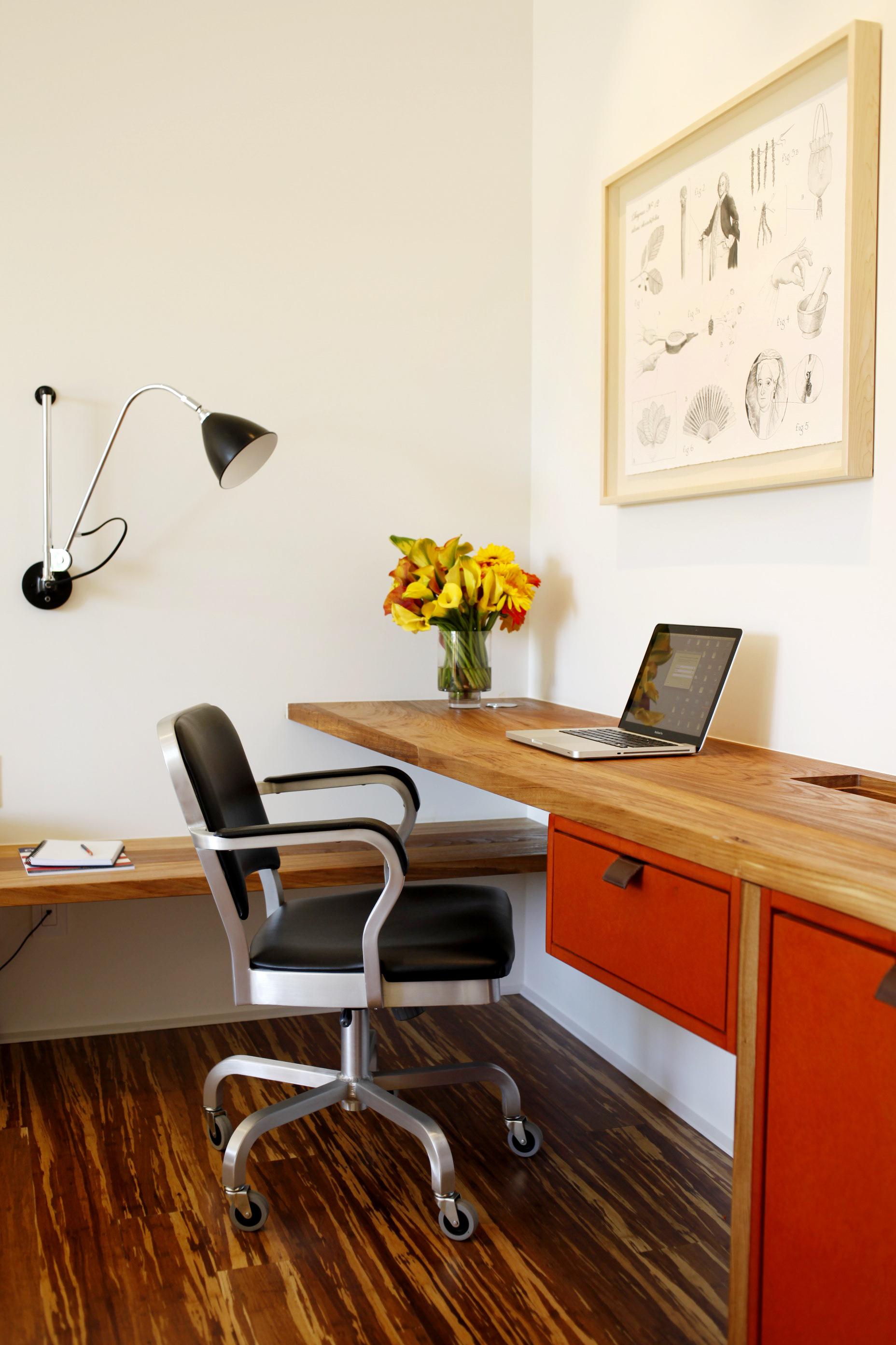 web_Desk.jpg