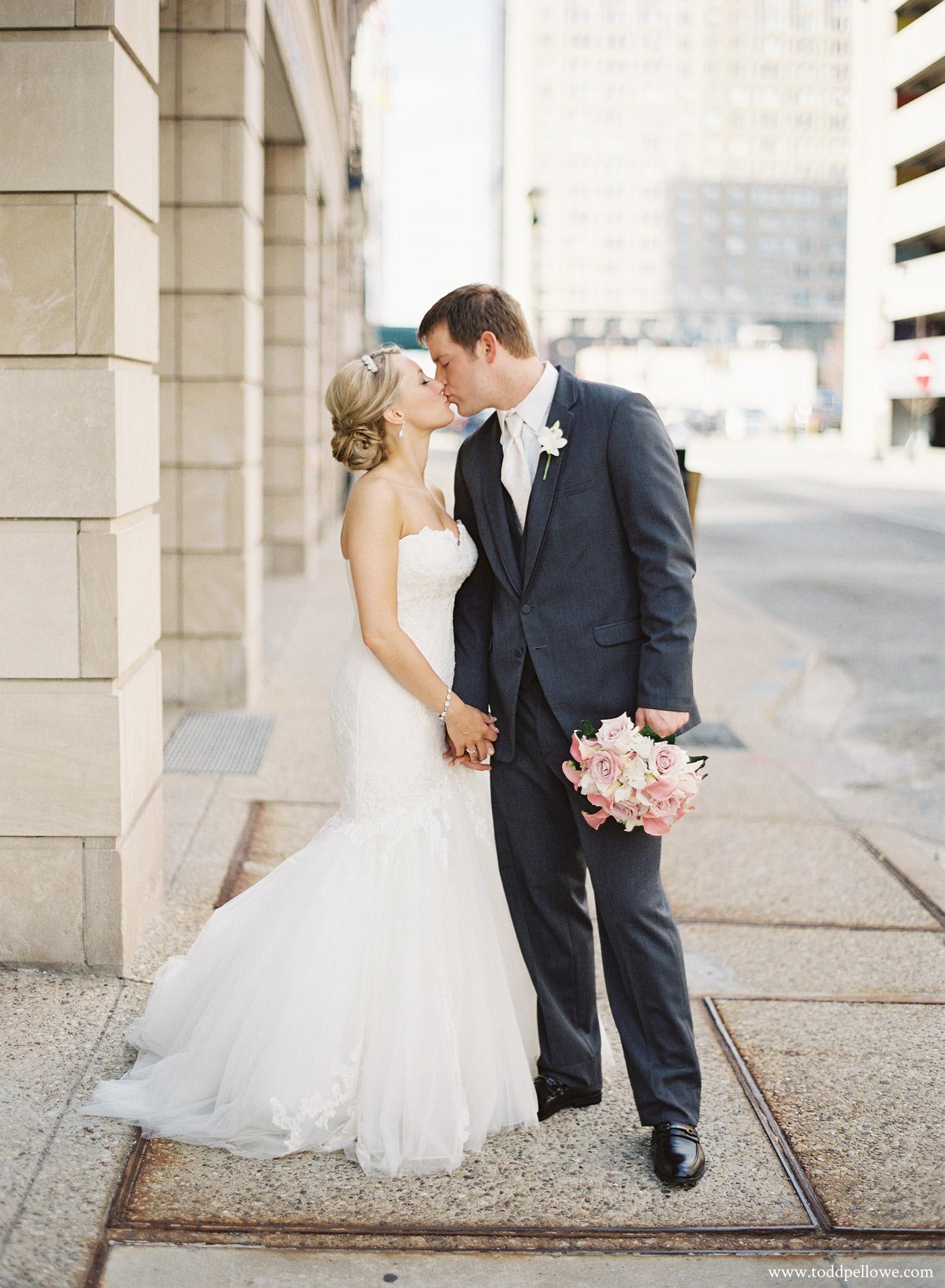 19-ashley-brian-brohm-louisville-wedding-004.jpg