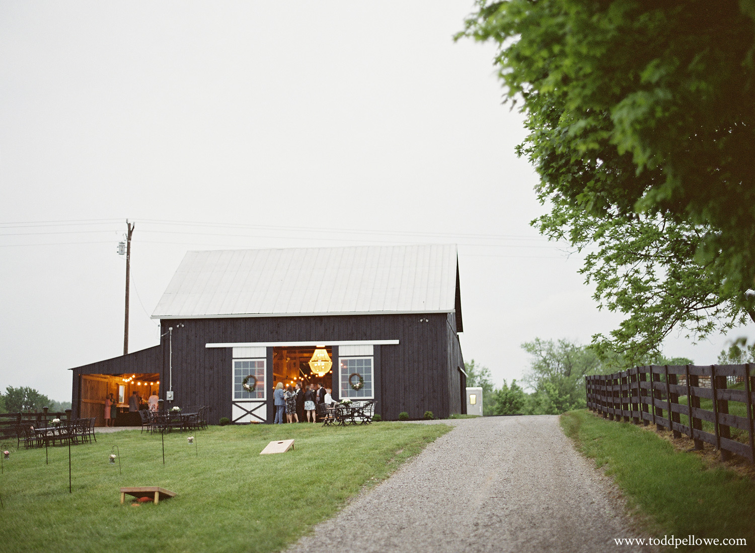 43-kentucky-farm-wedding-photography-015.jpg