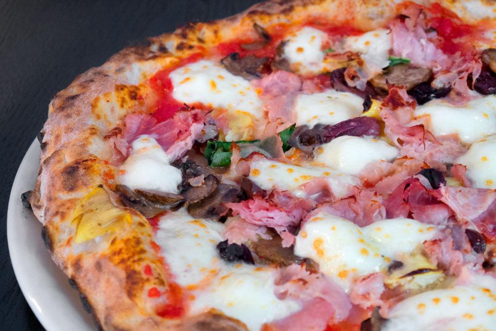 food_pizza_rossa_filetti.jpg