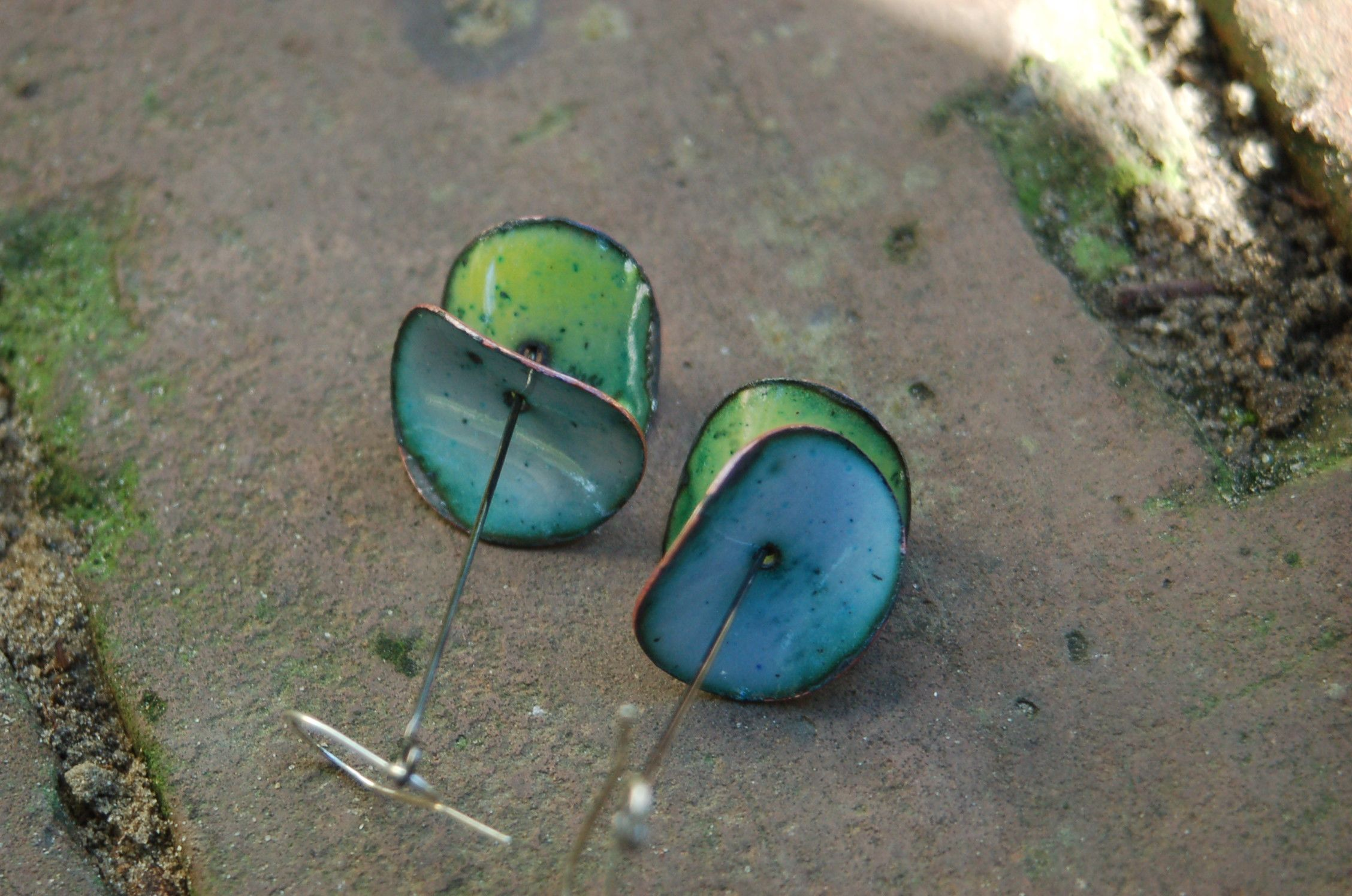 These earrings are lightweight and simple, and everyone loves to wear blue.