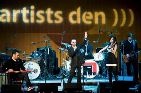 Dubway kicked off the new year with the legendary   Ringo Starr   and an episode of  Live from the Artist Den  .The former  Beatle  performed a handful of his many hits along with tracks from his new album  Y Not  , on  Hip-O Records/Universal Music.