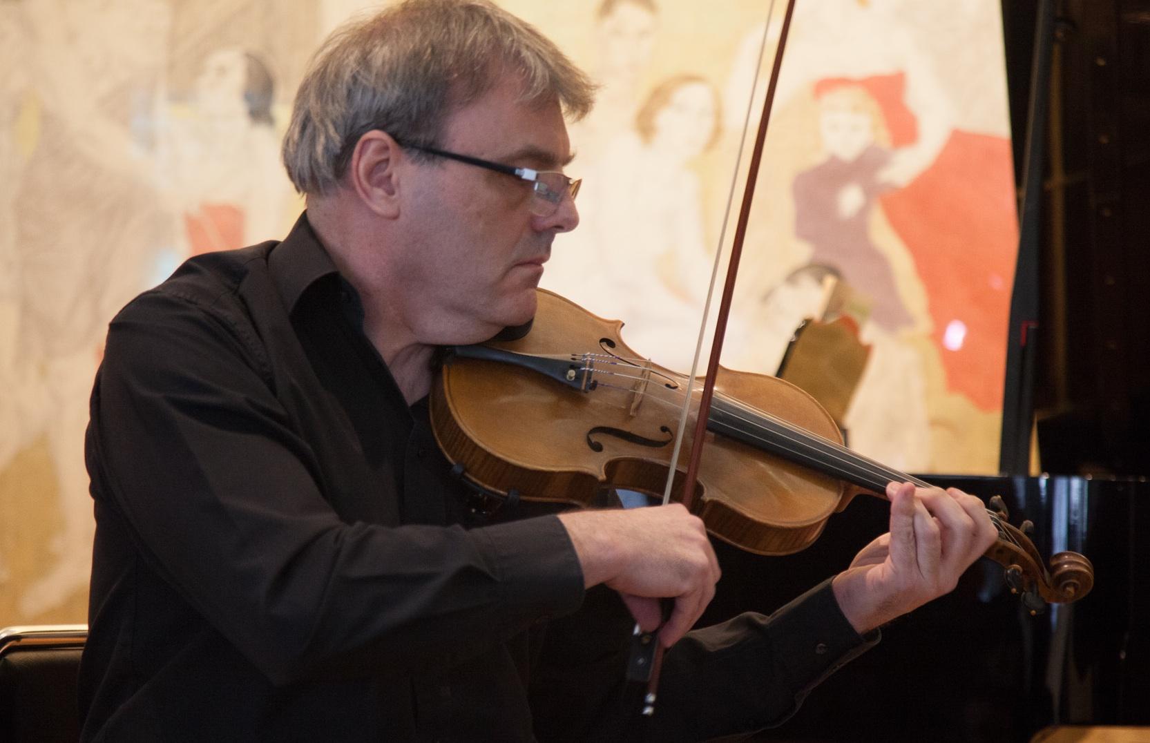 Jean-Marc KERISIT (violon, alto et piano)