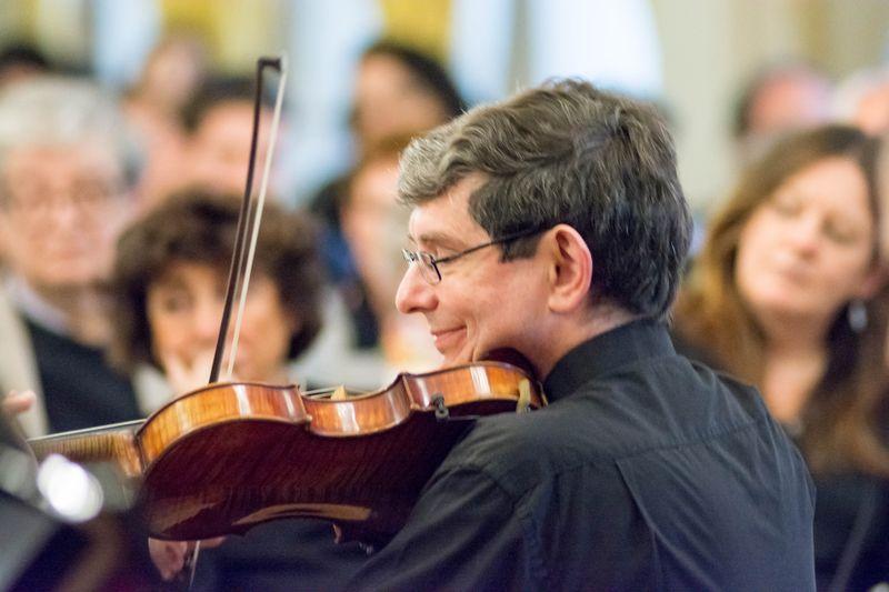 Pierre Hamel - Pierre Hamel, 1er violon solo de l'orchestre Colonne, après avoir été violon solo de l'Orchestre du Conservatoire National Supérieur de Musique de Paris (« Orchestre des Prix », dir. M. BEREAU) est devenu, en 1992, violon-solo de l'Orchestre de Chambre de la Gironde (dir. M. SANDMEIER). Il a rejoint ensuite, en 1994 l'Orchestre Symphonique Français (dir. Mr PETITGIRARD) , où il a occupé un poste de co-soliste, puis en 1998 est devenu membre de l'Orchestre des Pays de Savoie (dir. M. M. FOSTER), jusqu'à sa démission en 2004. En 2002, il a été nommé deuxième violon solo de l'Orchestre Colonne (dir. M. PETITGIRARD), puis premier violon solo en 2016. Depuis plus de trente ans, Pierre HAMEL se produit régulièrement en sonate, en formation de chambre, ou en soliste (Festival de Sceaux, Eté Girondin, Salle Gaveau, Sainte Chapelle, Maison de Radio-France …) dans un répertoire allant du baroque jusqu'à nos jours.