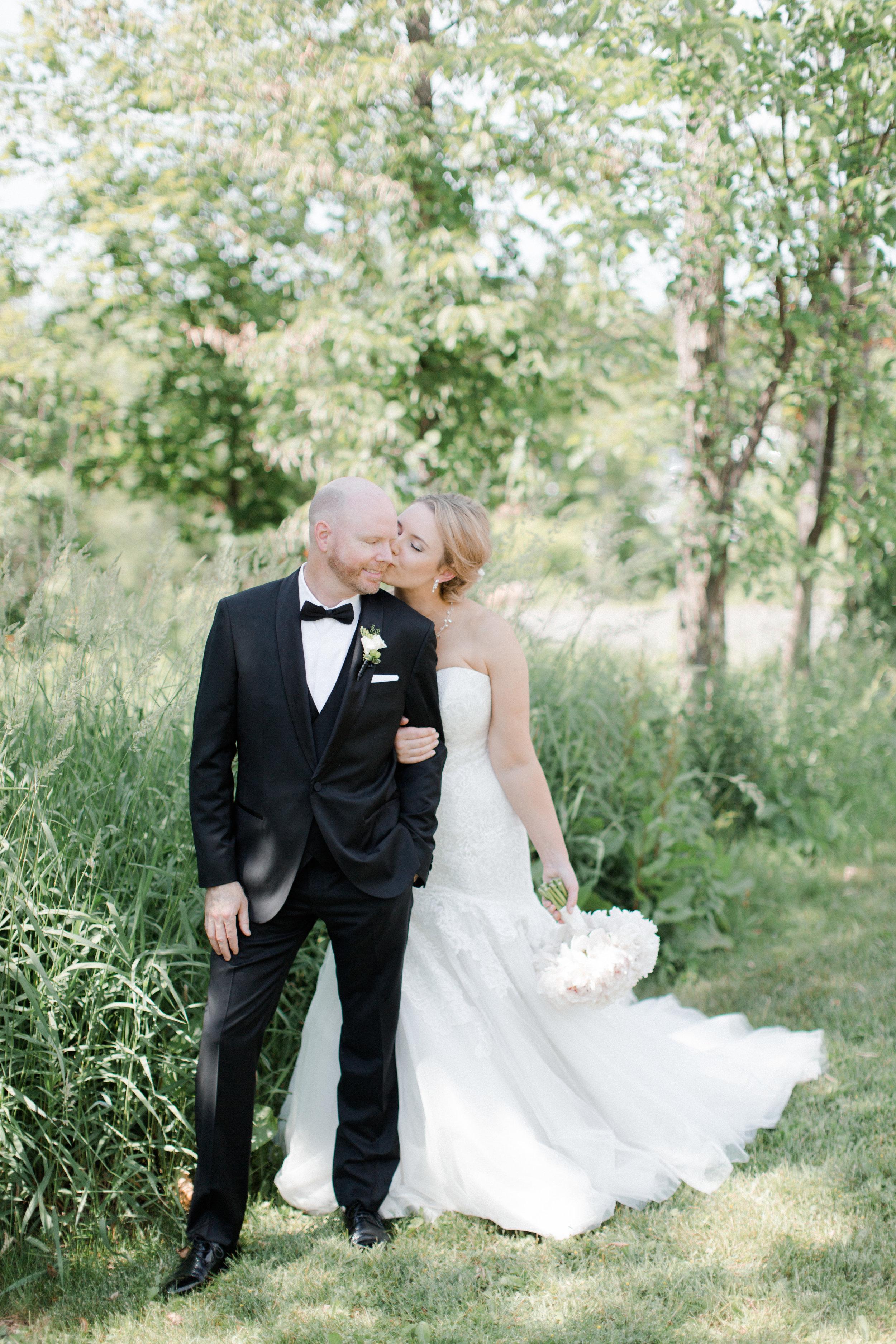 toronto-ontario-muskoka-rosseau-marriott-high-end-wedding-photographer-richelle-hunter-tori-doug-277.jpg