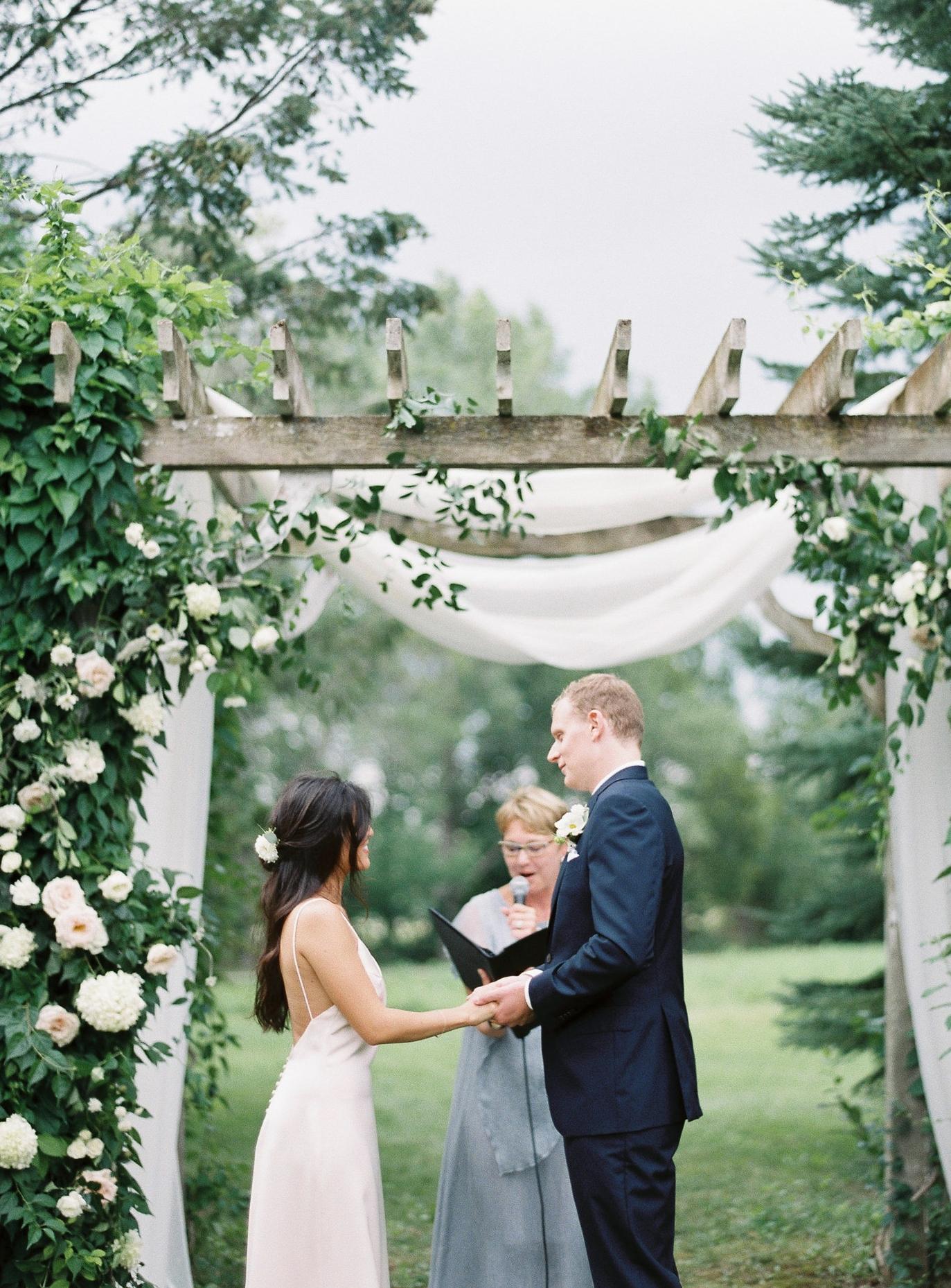 toronto-niagara-minimal-bloom-co-wedding-photographer-richelle-hunter-nicola-prentis-863.jpg