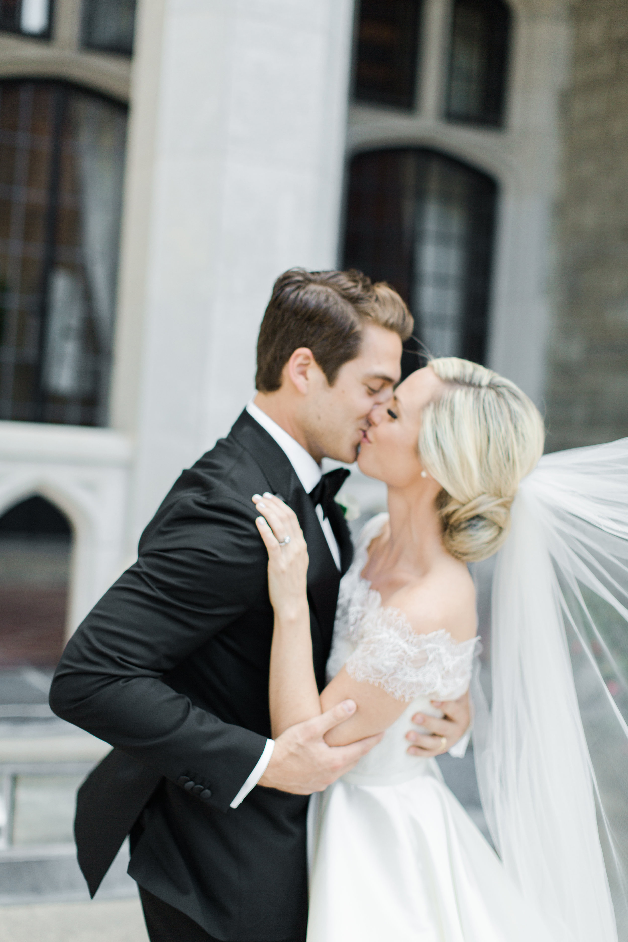 casa-loma-best-toronto-wedding-photographer-soft-bright-pastel-richelle-hunter-aynsley-richie-736.jpg