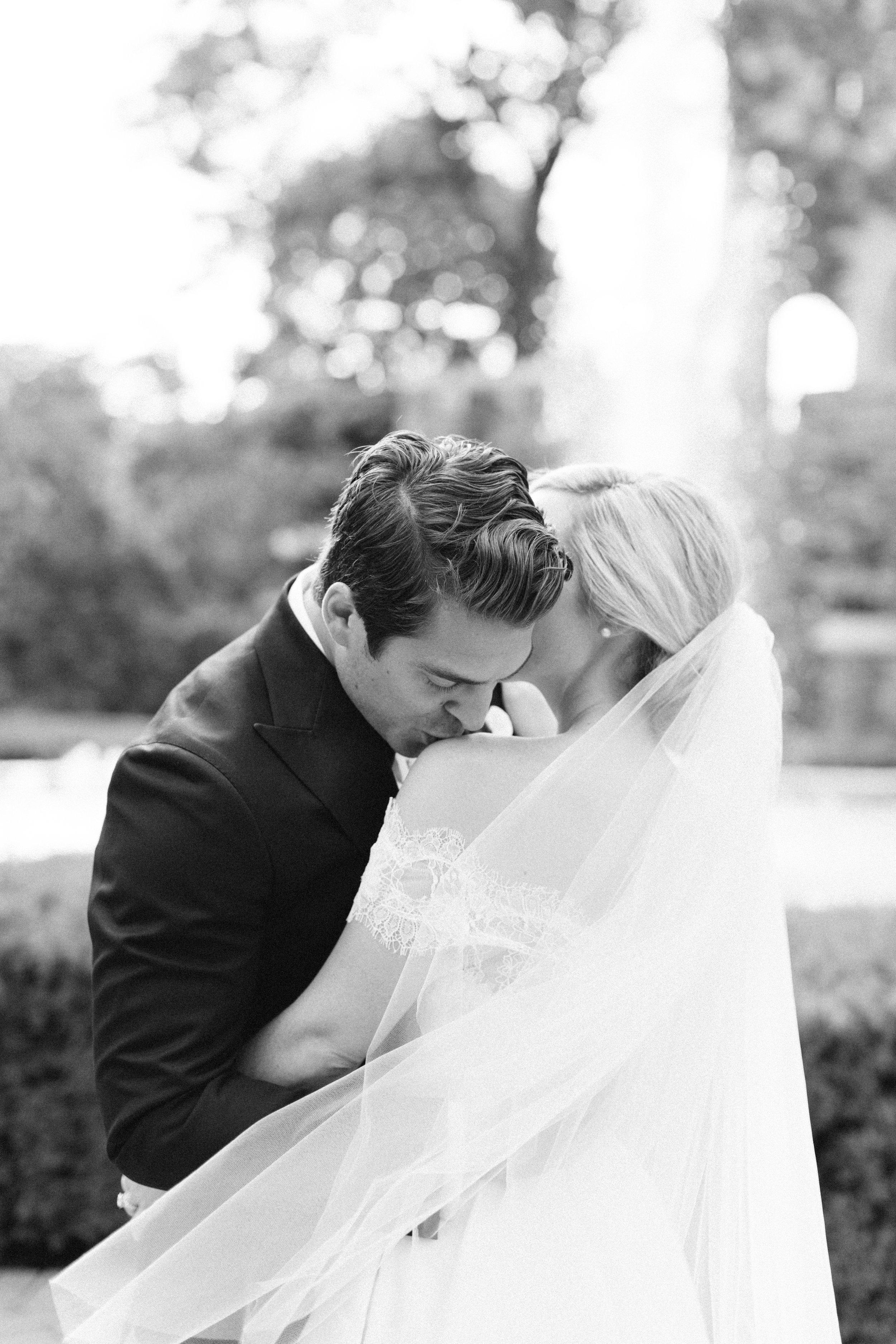 casa-loma-best-toronto-wedding-photographer-soft-bright-pastel-richelle-hunter-aynsley-richie-821.jpg