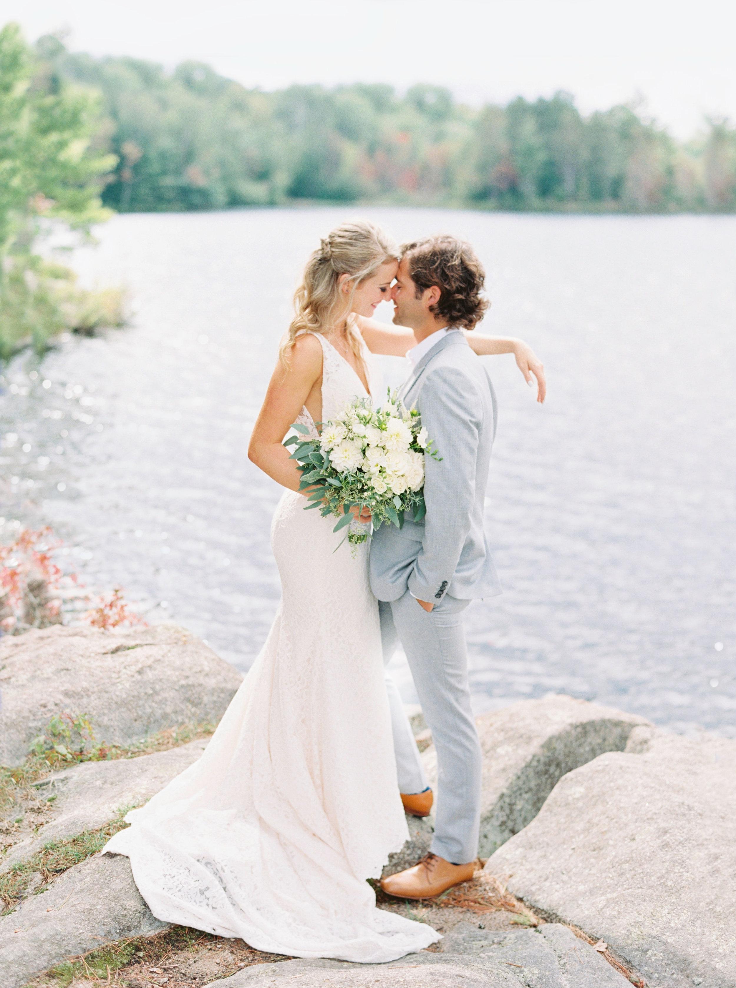 muskoka-wedding-sherwood-inn-photographer-soft-airy-kurtz-adam-kayla-9c.jpg