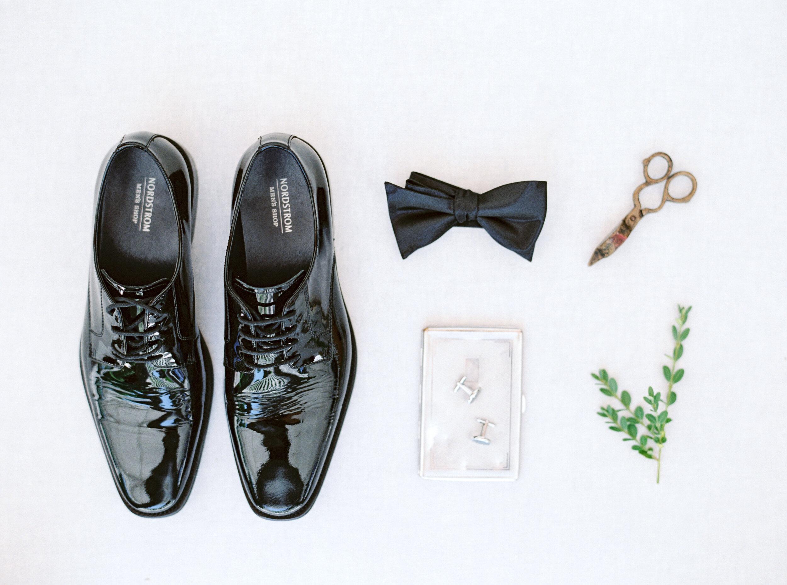 gracewood-kurtz-best-toronto-wedding-photographer-soft-airy-jordan-andrew-previews-21.jpg