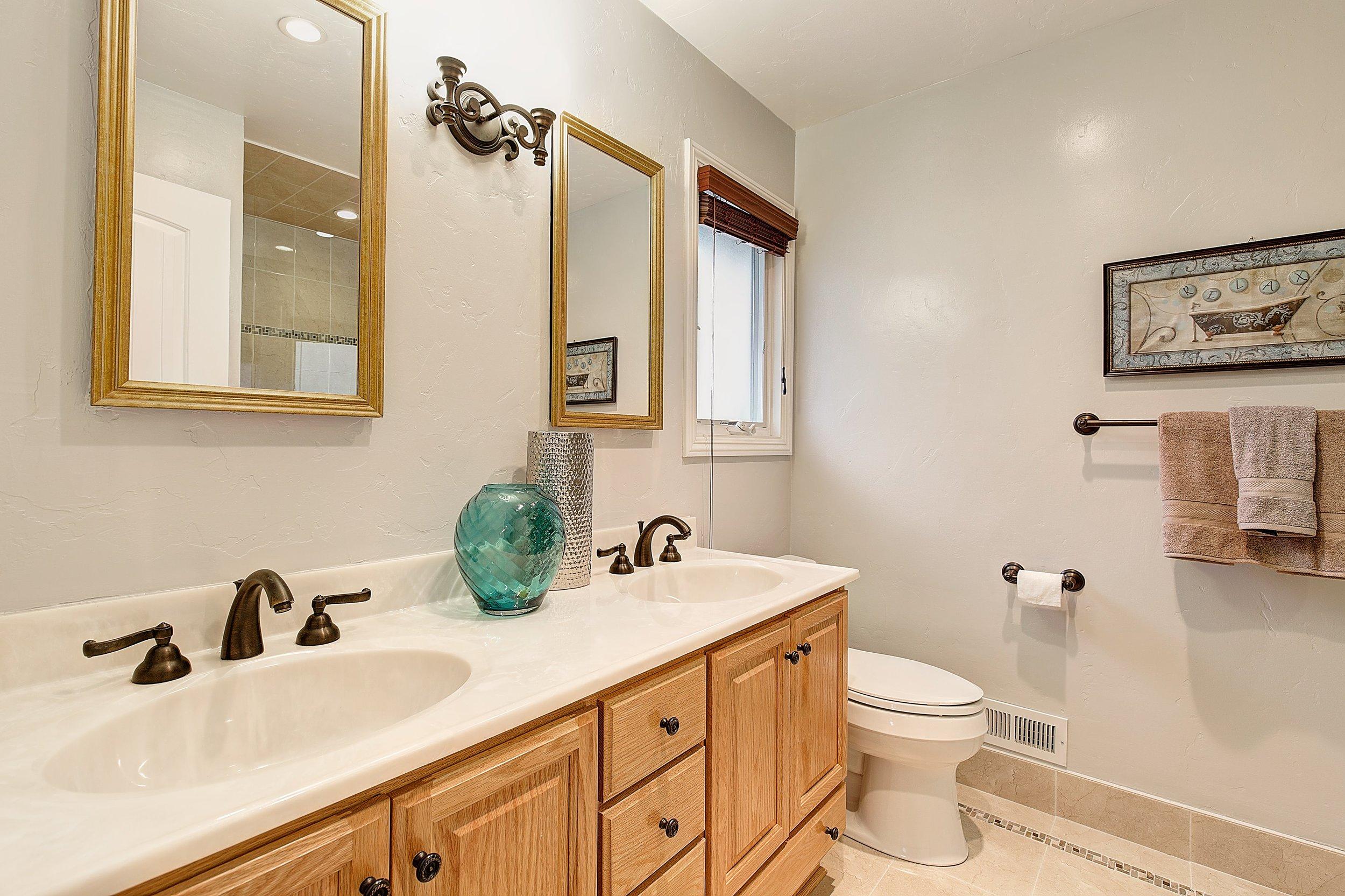 1301_harrison_ave_MLS_HID1099333_ROOMmasterbathroom1.jpg
