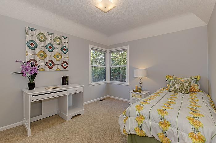 bedroom1_700.jpg