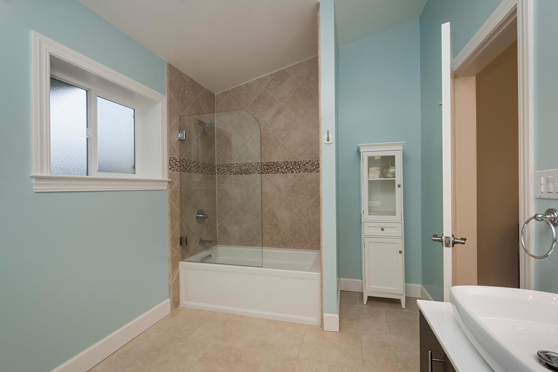 460 King St Redwood City CA-large-018-21-Master Bathroom-1500x1000-72dpi.jpg