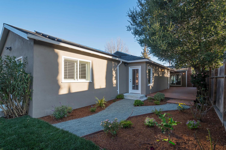460 King St Redwood City CA-large-028-28-Back Yard and Deck-1500x1000-72dpi.jpg