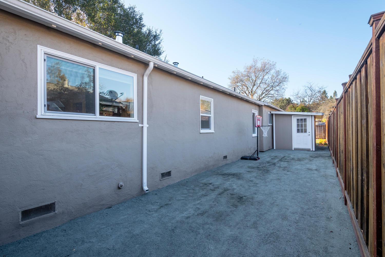 460 King St Redwood City CA-large-029-25-Side Yard-1500x1000-72dpi.jpg