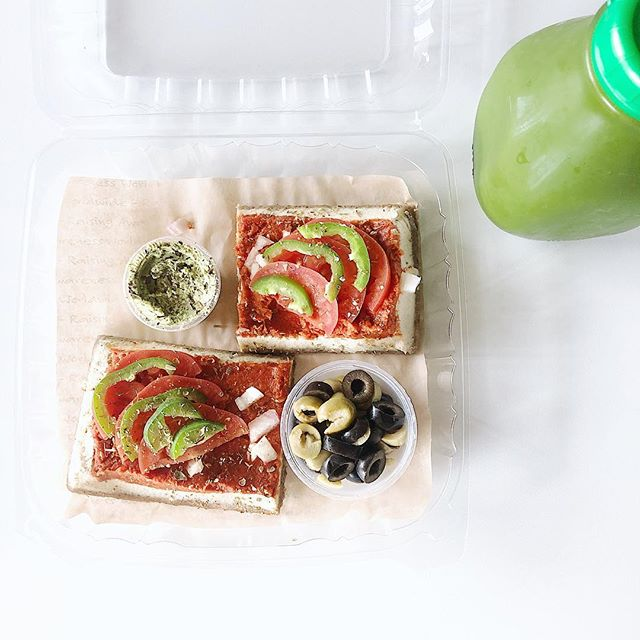 Pizza + Green Juice!! 💞💚pizza made from a sprouted wheat berry crust, cashew cheese, & tomato sauce! Green juice is made from collards, celery, parsley, Granny Smith apple, ginger & lemon. Our juices are cold/hand pressed daily ✨