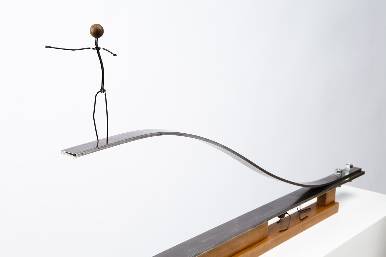 Escultura con personajes Otoko titulada –El carrito del oro-, creada por Antoni Yranzo en el año 2012 en su estudio-taller de Barcelona
