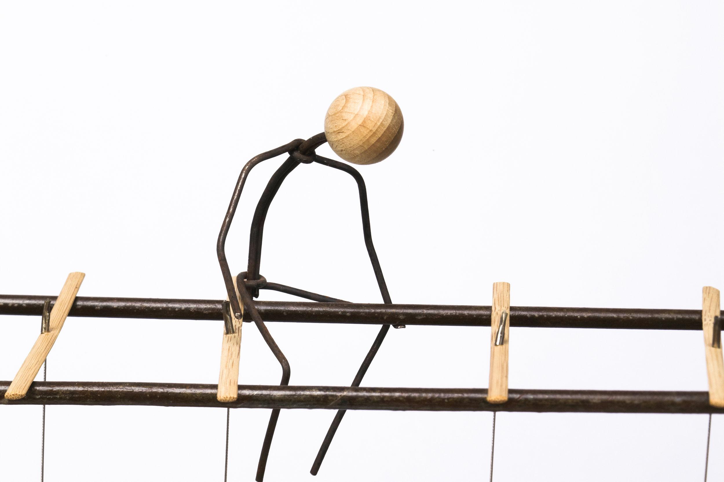 Escultura con personajes Otoko titulada –Competitividad III-, creada por Antoni Yranzo en el año 2010 en su estudio-taller de Barcelona