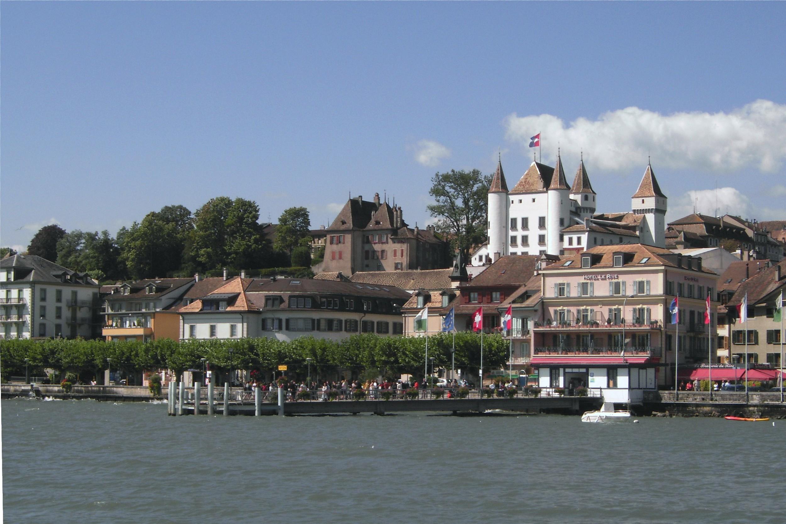 Lake_Geneva,_Nyon.JPG