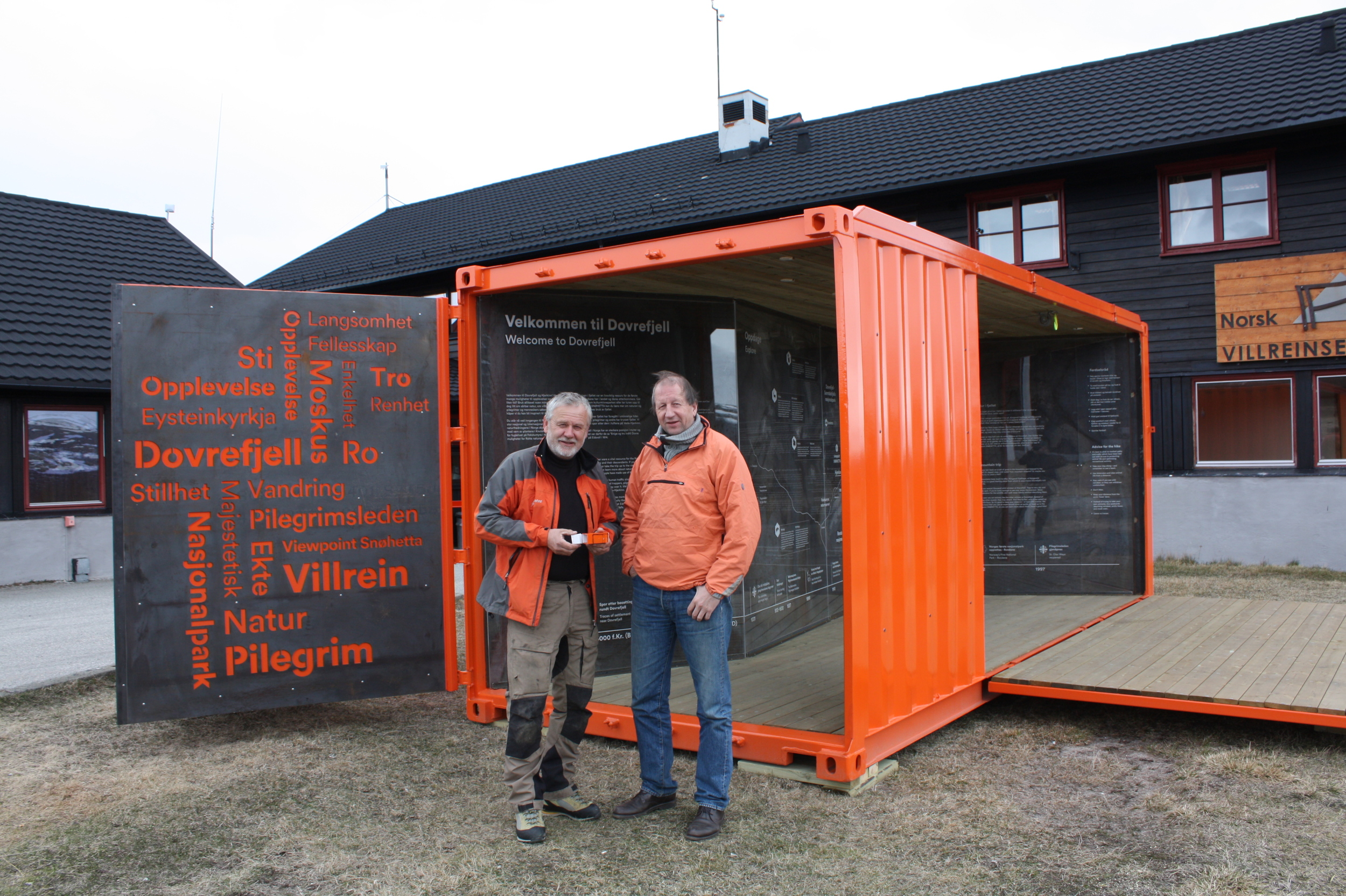 Info-boks. Jo Skorem og Hans-Jacob Dahl. Foto; Villreinsenteret.JPG