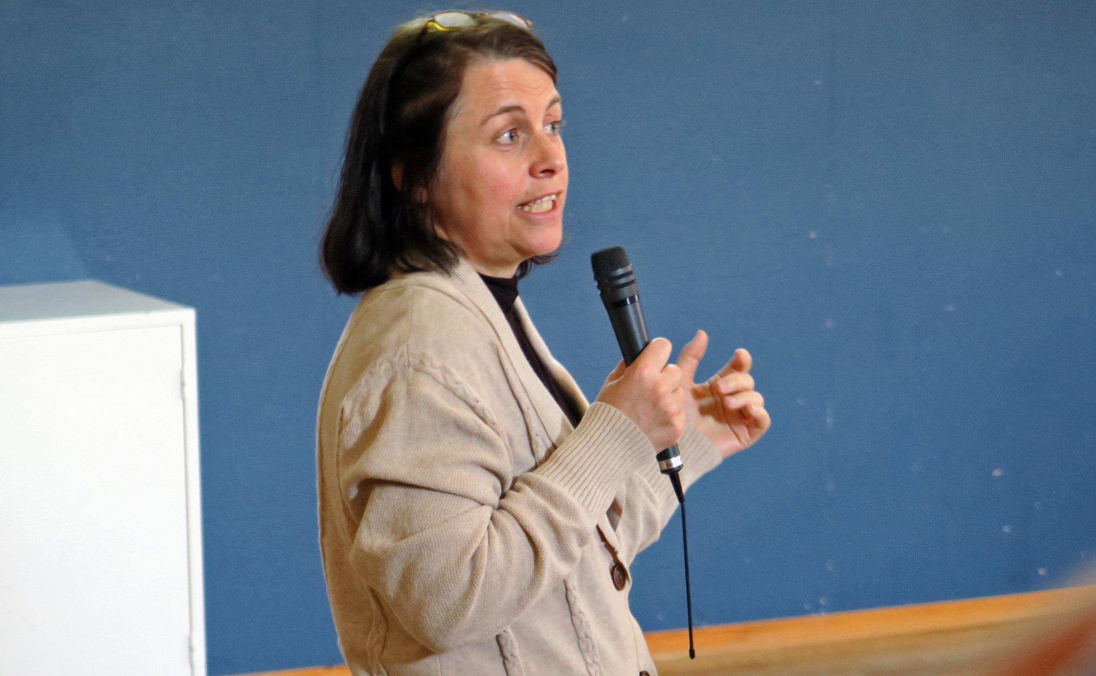 Kristin Nordli, seniorrådgiver i Kommunal- og moderniseringsdepartementet (KMD) orienterte om arbeidet med de regionale planene og forventningene som stilles til disse. Foto: A. Nyaas