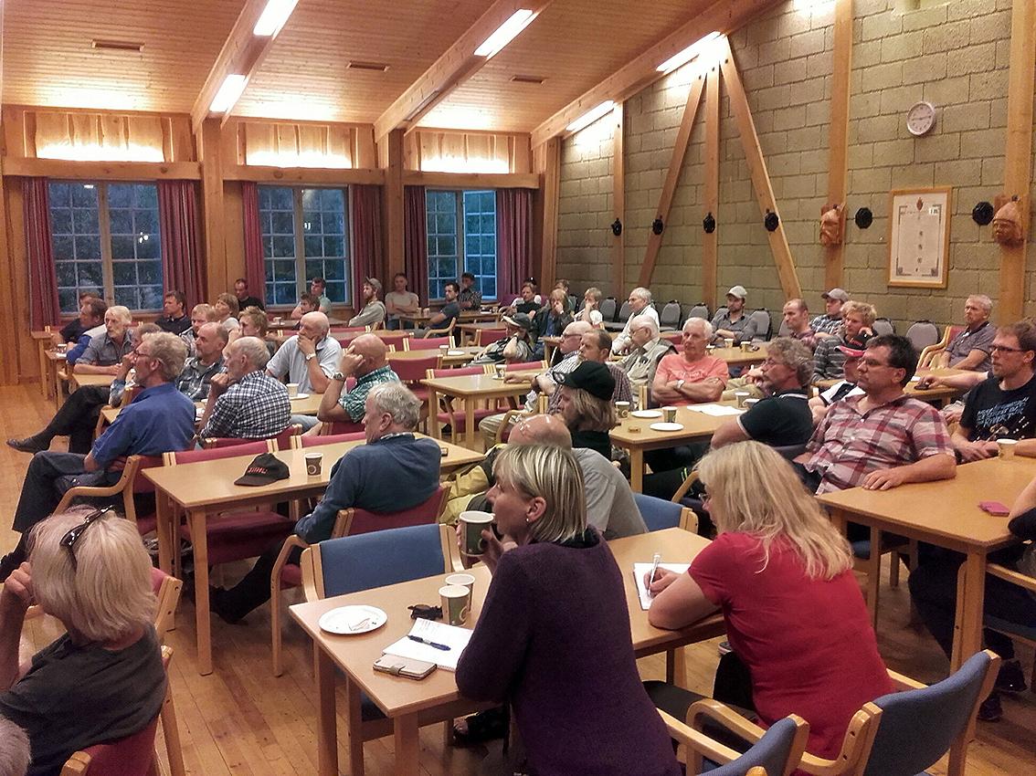 Stor interesse og godt oppmøte også på Ål. Foto: Lars Nesse