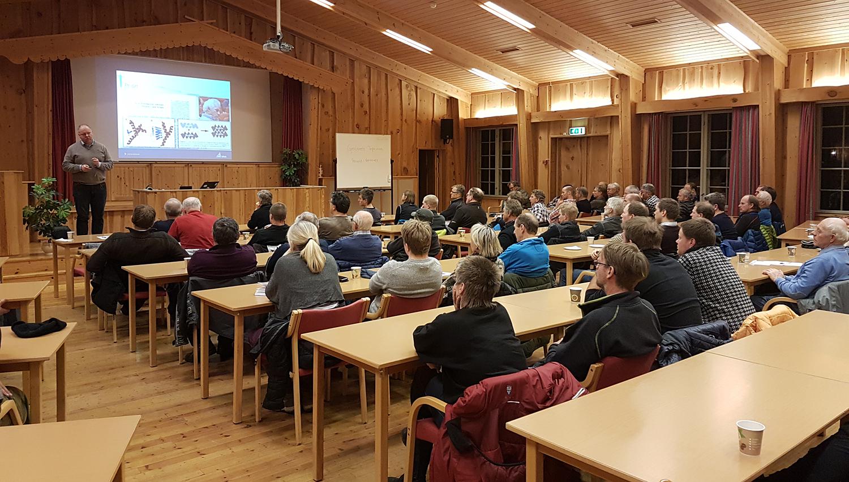 Interessen var stor når villreinnemnda og villreinutvalget inviterte til informasjonsmøte om skrantesjuke. Foto: Anders Mossing/Norsk Villreinsenter.