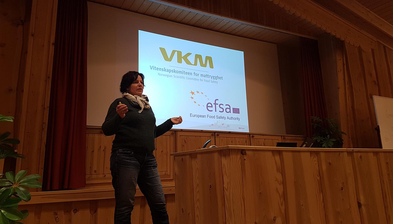 Julie Grimstad jobber i Mattilsynet og har blant annet ansvar for matsikkerhet. Foto: Anders Mossing/Norsk Villreinsenter.