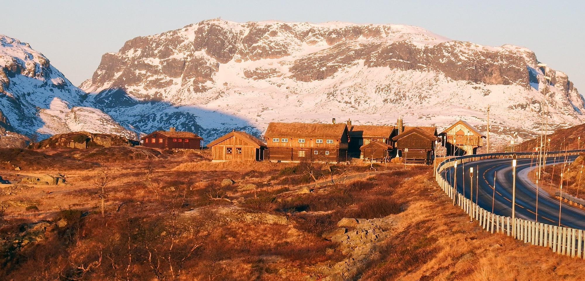 E 134 over Haukelifjell er ein av stamvegane mellom aust og vest. Foto: Tor Punsvik