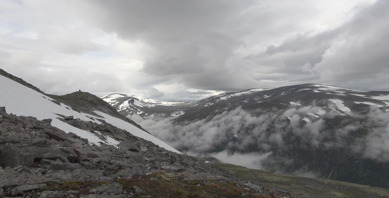 Utsikt innover Lundadalen, frå Moldulhøi. Foto: Anders Mossing