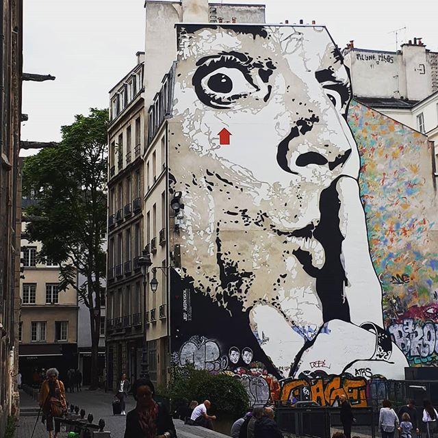 Bubbling ideas, all day all the time. 🗼Paris street art @jefaerosol @centrepompidou #paris #streetart #pompidou