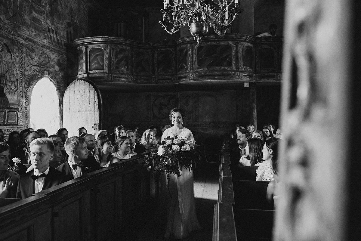 Wedding ceremony Harnosand dark and moody
