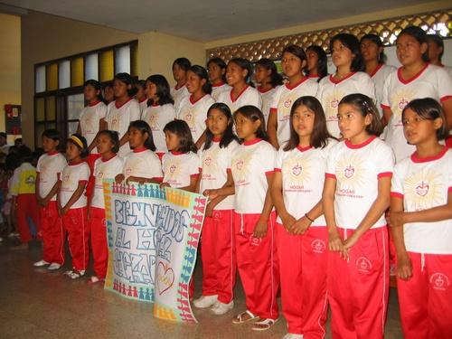 Hogar Sagrado Corazón choir.