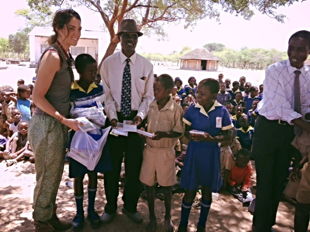 Carla, one of our dental safari volunteers, donating school supplies to a local school during our annual Mobile Dental Safari.