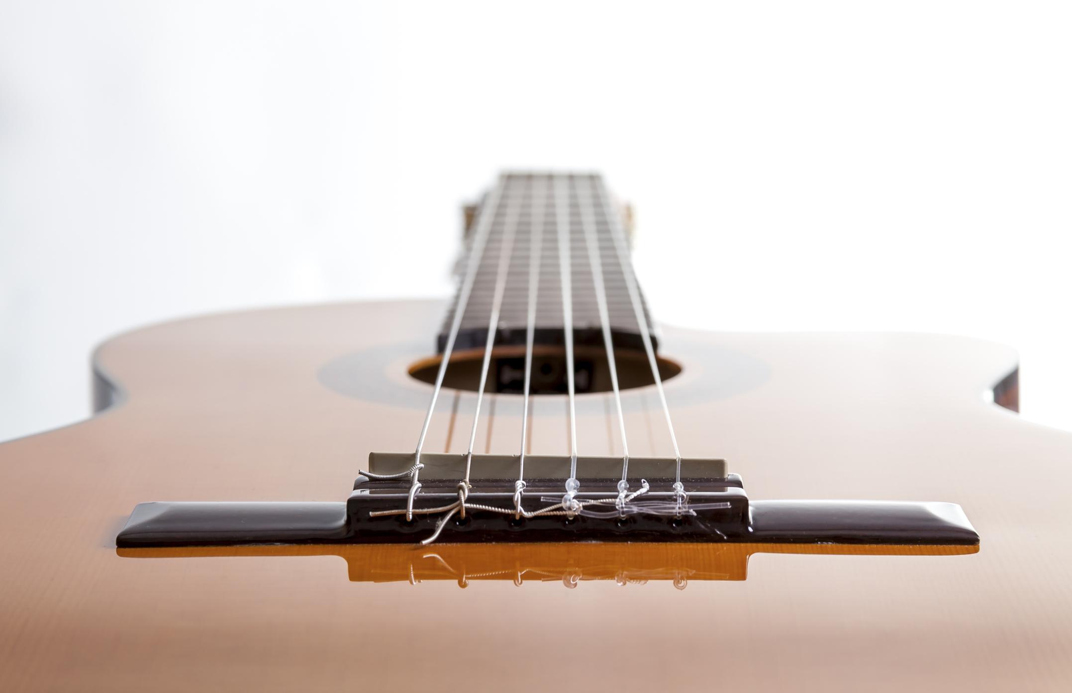 guitar-angled_top_hat_live.jpg