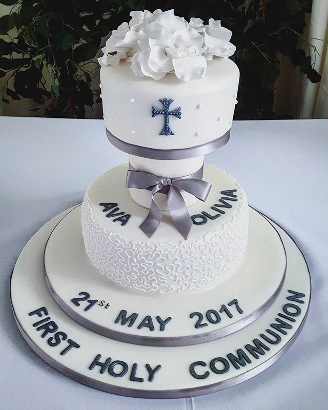First Holy Communion #communioncakes #twotiercakes #whitesugarflowers #peartreecakessolihull #peartreecakeco #cakemakershirley #celebrationcakesshirley #celebrationcakessolihull