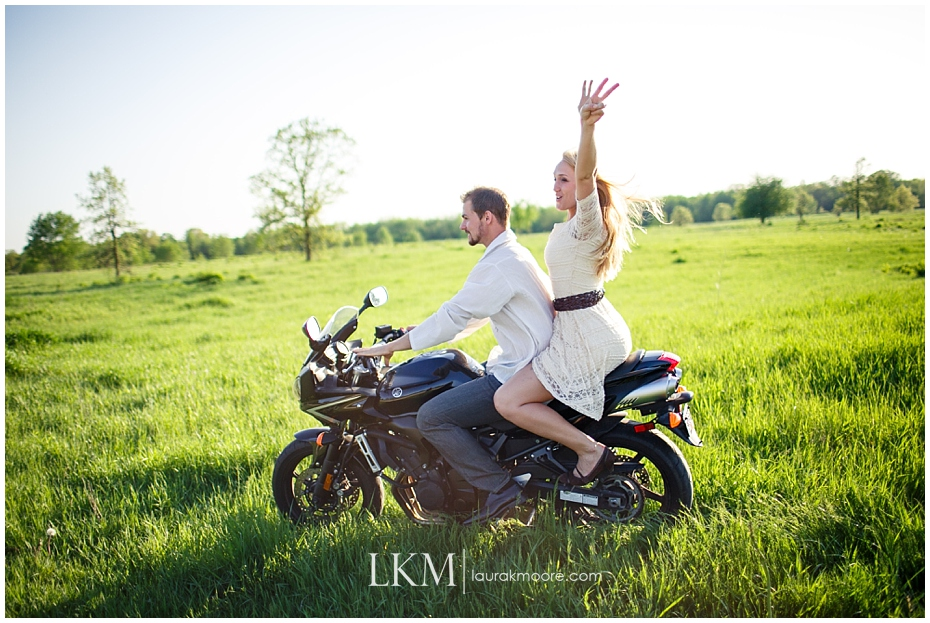 Milwaukee-Fun-Engagement-Session-Wisconsin-Wedding-Photographer_0024.jpg