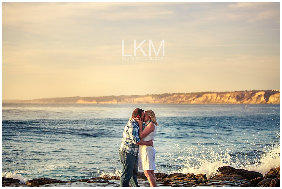 la-jolla-engagement-picture-san-diego-wedding-photographer-laura-k-moore.jpg