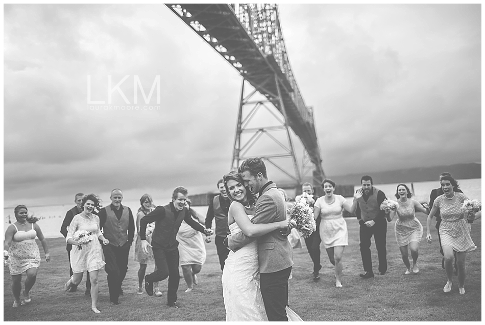 astoria-oregon-wedding-portland-laura-k-moore-destination-photographer-seth-joelle-weisser_0093.jpg