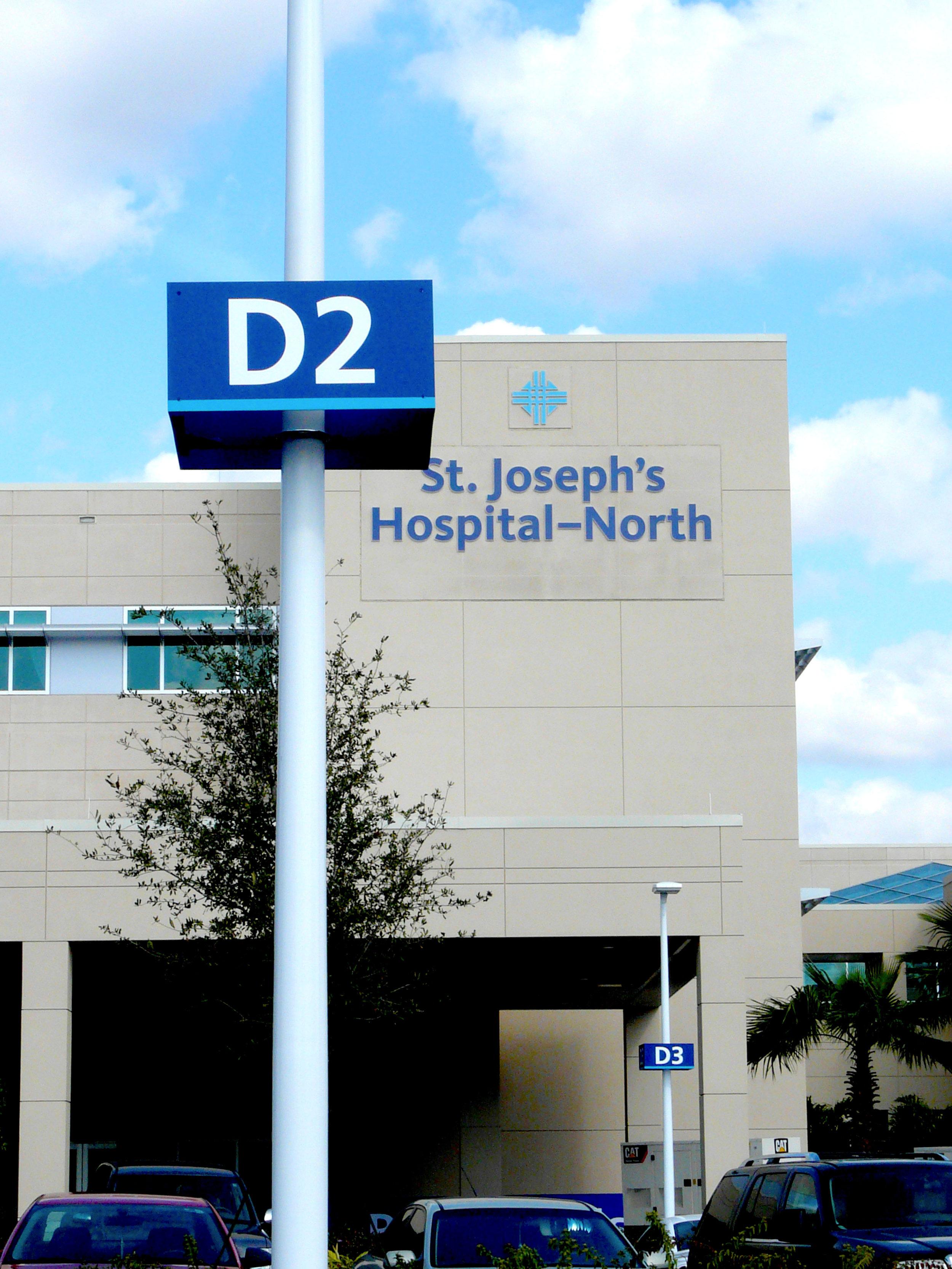 hospital wayfinding signage exterior.jpg