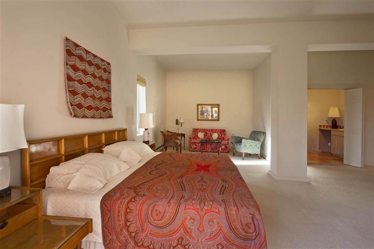 Bedroom 1 b4.jpg