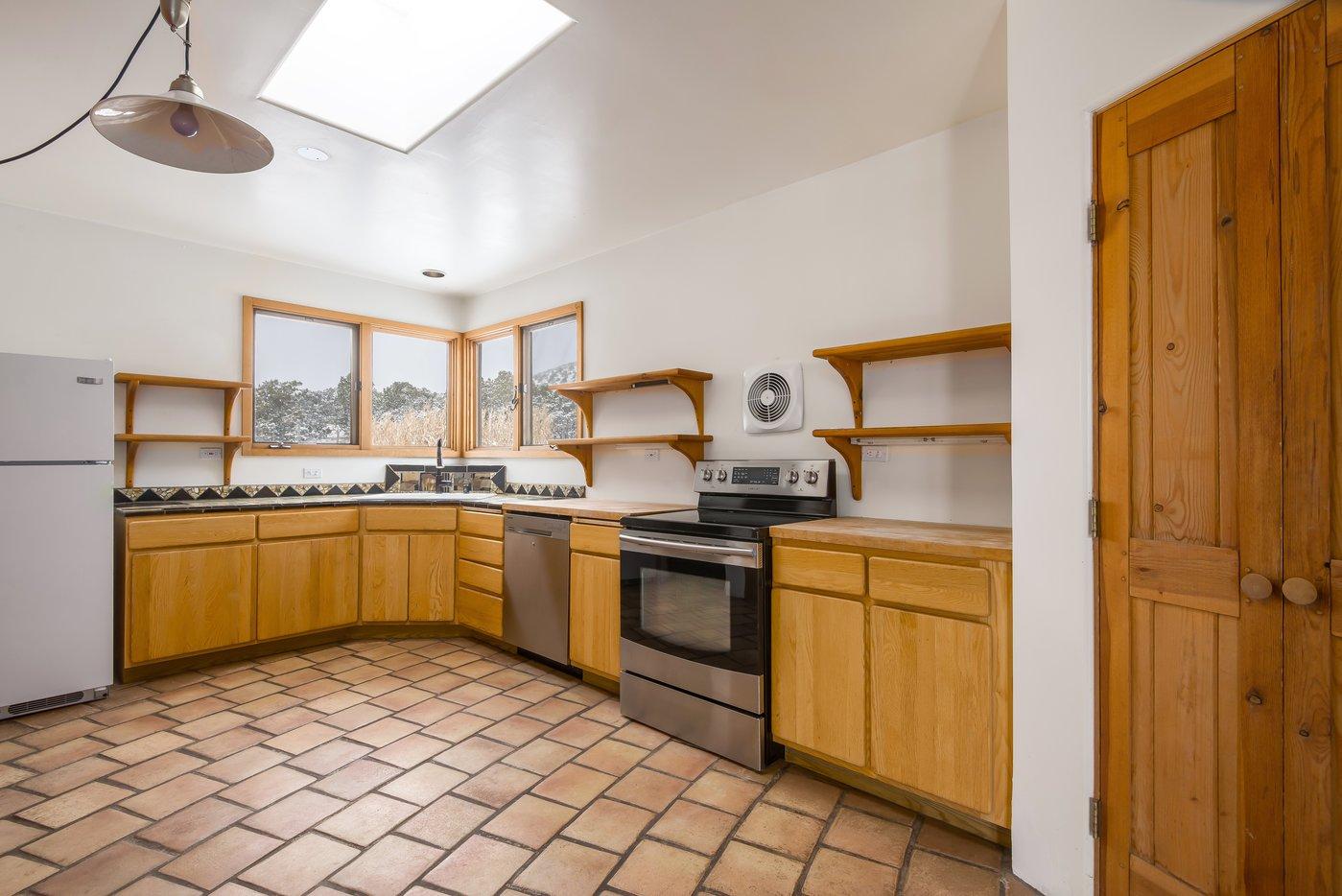 Kitchen 2 B4.jpg