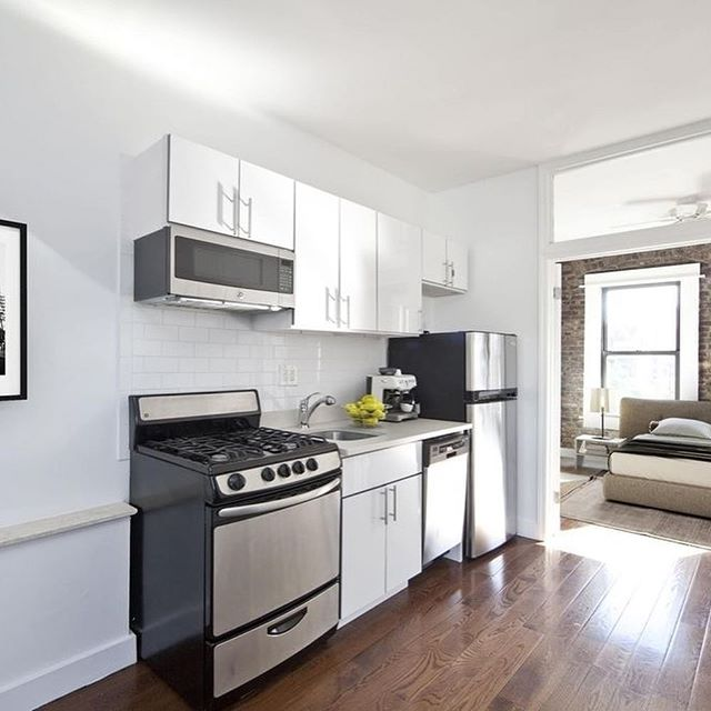 This year you're sharing a room, but for the same price, this could be yours next year. Click the Link in our Bio! #realestate #nyc #newyork #apartments #nyu #newyorkuniversity #pace #thenewschool #college #barstool #stern #columbia #cuny #fashion #entrepreneur #agent #student #university #5thyear