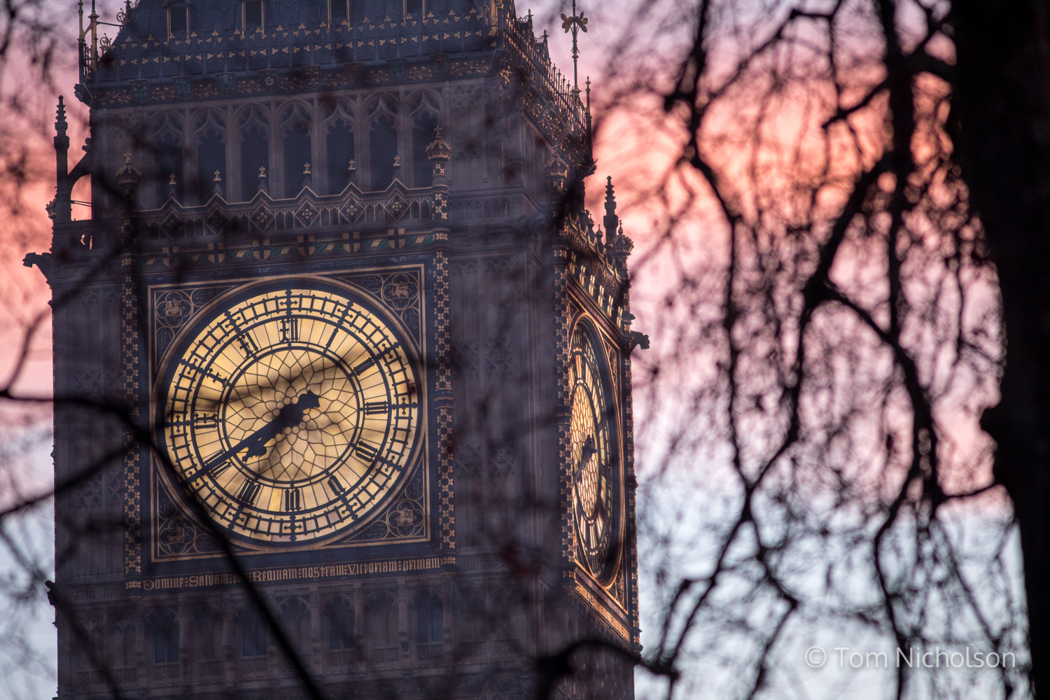 ©2017 Tom Nicholson. 24/01/2017. London, UK. The sun rises over Big Ben, in Westminster. Today Lord Neuberger will read a judgement declaring whether ministers or parliament have legal authority to approve Brexit.