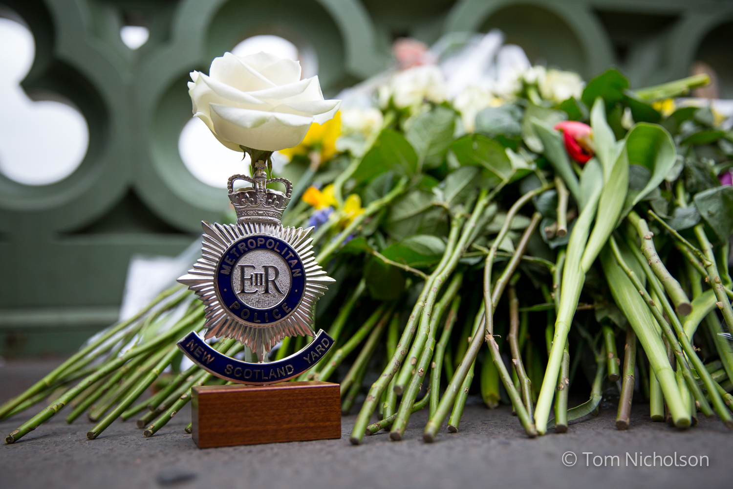 ©2017 Tom Nicholson. 29/03/2017. London, UK.  A Metropolitan police trophy is pictured against flowers left on Westminster Bridge, in memory of those involved in the terror attacks one week ago.