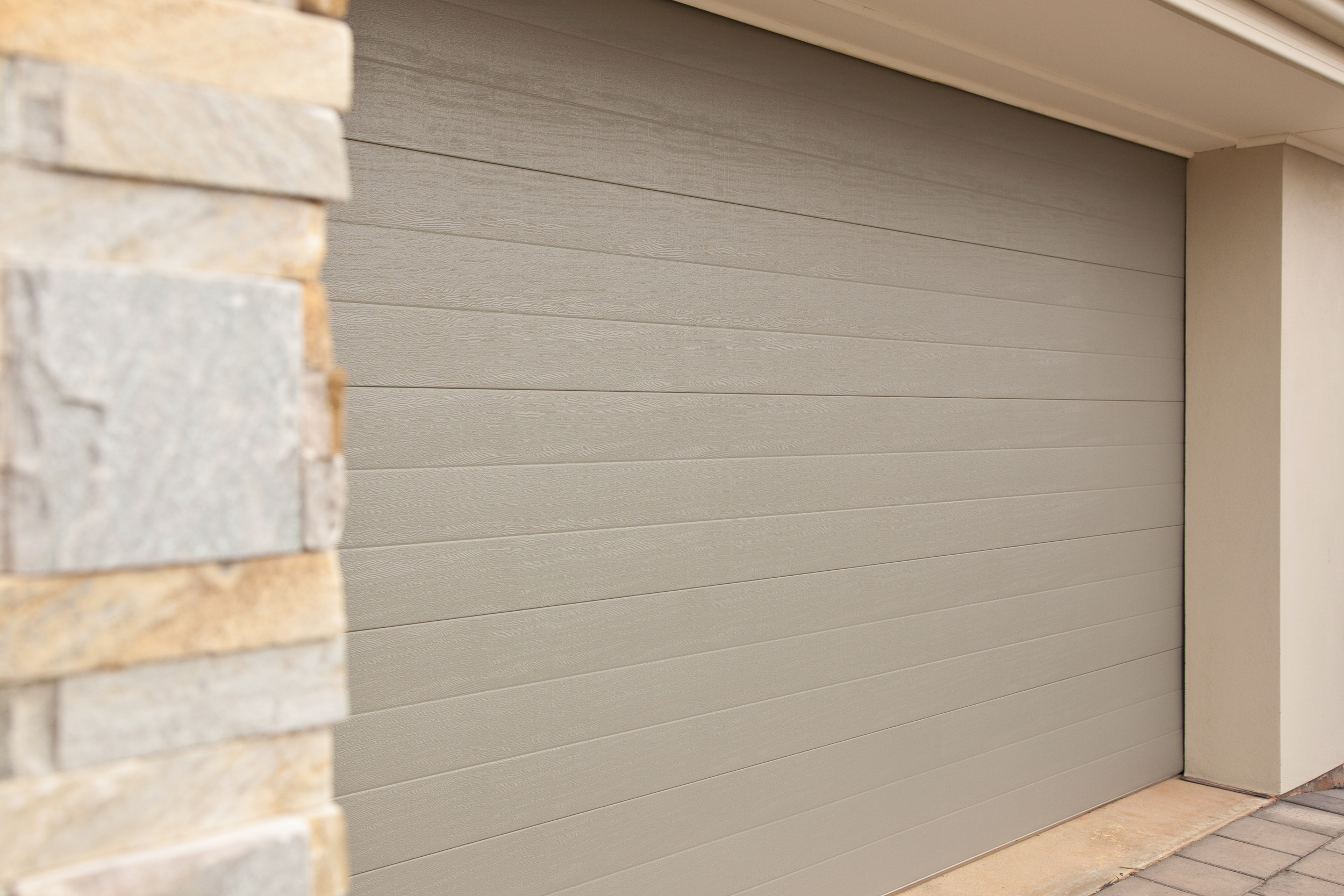 Tuscan Colorbond sectional door (click to enlarge)