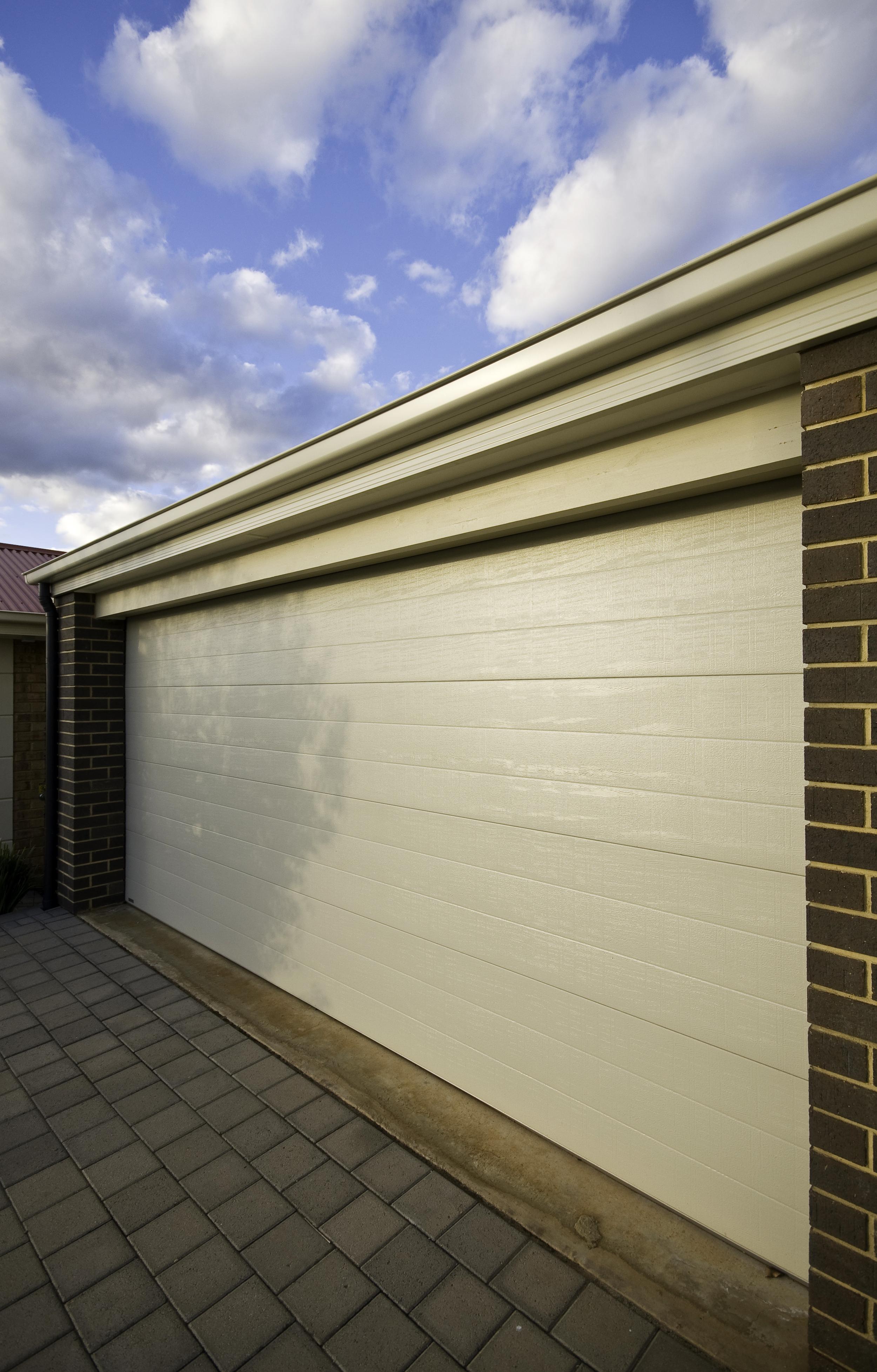 COLORBOND STEEL SECTIONAL DOOR (CLICK TO ENLARGE)