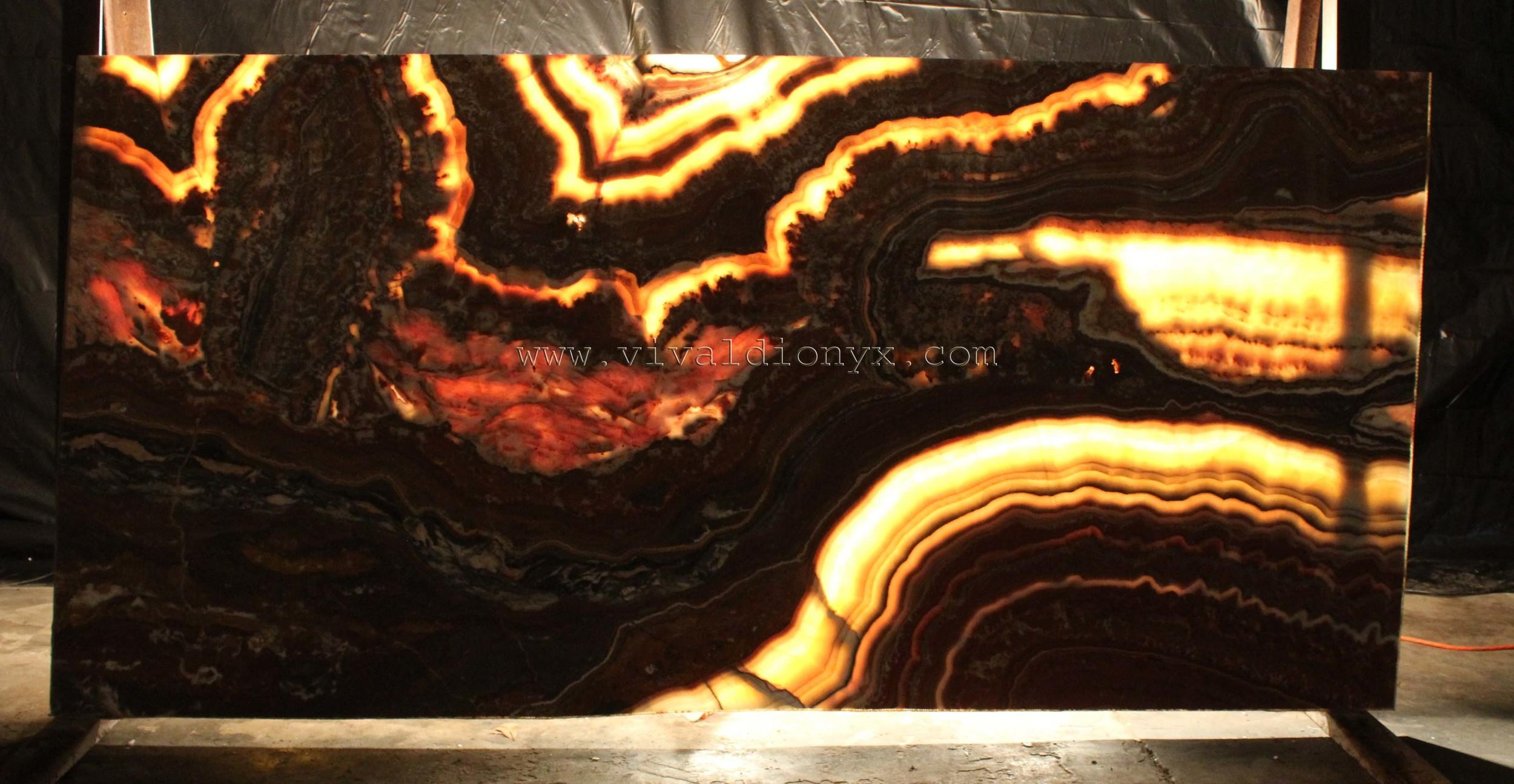 Onyx Fantastico - Light