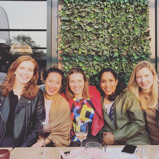 Golden hour with all my international ladies. So good to see everyone. @awlsh @zhannastory @rachel_121